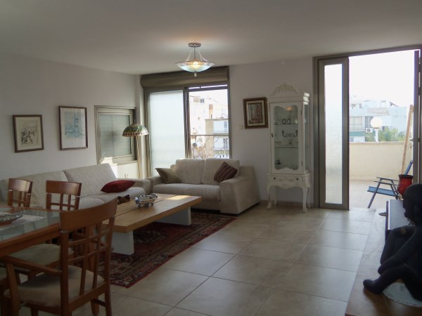 Apartment with roof on Sderot Weizmann in Netanya