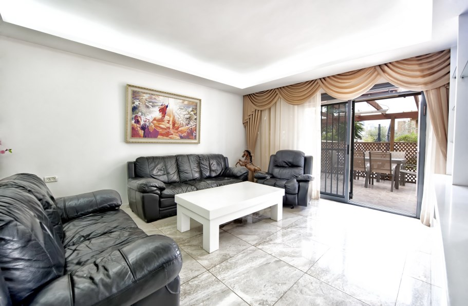 Garden apartment in Netanya on Irus HaArgaman street