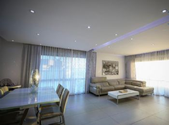 Penthouse for sale in Netanya on HaKalir street