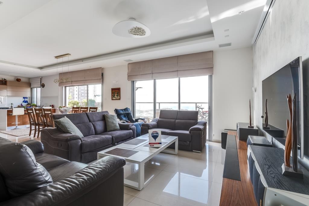 Mini Penthouse In Netanya On Sderot Agamim Real Estate